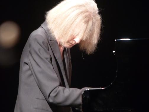Carla Bley sur son piano