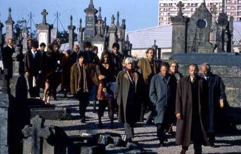 La scène de l'enterrement dans Ceux qui m'aiment prendront le train (1998)