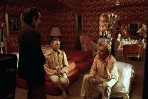 Ugo Tognazzi  et  Michel Serrault  dans   un e scène de  La Cage  aux Folles