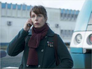 Lulu  ( Karin Viard )  à la sortie de l'entretien d'embauche