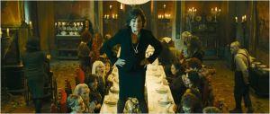 Carmen  Maura ( Graziana)   en pleine  action,  harangue s es  invités ...           (Graziana)