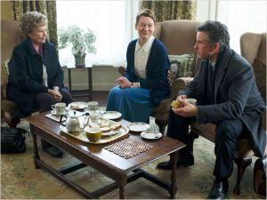 Judi Dench  et Steve  Coogan    entourant la  nouvelle mère  supérieure  du  couvent