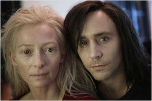 Eve( Tilda Swinton  et  Adam ( Tom Hiddleston )