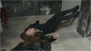 Isabelle  Huppert   en  situation délicate   lors d'une crise consécutive   aux séquelles de sa  maladie