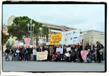 Les intermittents sur la place Massena le 25 avril dernier (photo K.)