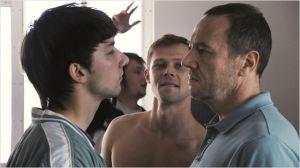 La scène d'intrusiondans  l'appartement de  Daniel . De  gauche  à  Droite : Kyrill Emelyanov, Daniil Vorobyev , Olivier  Rabourdin l'appartement d