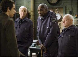 Mickey Ronney  (  à  droite  )  face  à Ben Stiller  dans  Une  Nuit  au Musée  ( 2006 )