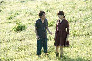 Koichi  et  Atsumi   sur  l'île  de  leur enfance