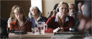 Une  scène du procès / Julia  Bache Wig  et   Liv Ullmann