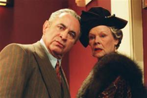 Bob Hoskins et  Judi Dench  dans  Madame  Henderson Présente