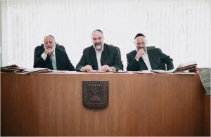 les  trois représentants  du tribunal Rabbinique