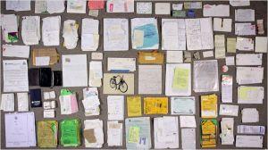 Une  vue    des documents  acculés  par  la photographe en complément de  ses  clichés photo....