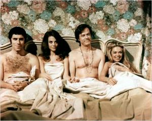 Dyann Cannon , Elliott Gould,  Nathalie  Wood  et  Robert Culp  dans  Bob , Carole  Ted  et Alice  de  Paul Mazursky