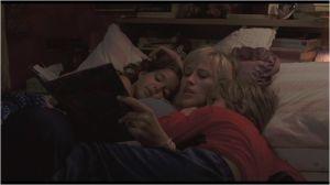 La mère  ( Patricia  Arquette  entourée  de  ses  enfants  Mason et  Samantha