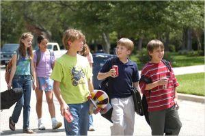 Mason qui a grandi,  en compagnie de   ses  camarades  d'école