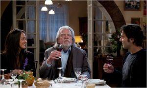 En marge  du tournage , on oublie pas les  bons  repas . Michaël Londsale  et Pio Marmaï