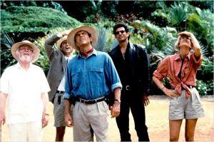 Richard  Attenborough  ( à  gauche ) dans un scène  de  Jurassic  Park   de  Steven Spielberg