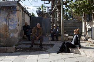 Yaël , la  Journaliste  à la  rencontre des  habitants  de  l'enclave