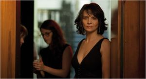 Juliette  Binoche  et Kristen Stewart    en second  plan  dans   SILS MARIA  d'Olivier  Assayas