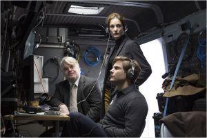 Philip Seymour  Hoffman, Daniel Brühl  et  Vicky Krips  ( dans la  cellule   des renseignements et  observations   des réseaux )