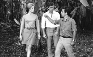scène de  torunage  de  La siréne du  Mississippi  de  François  Truffaut . le cinéaste en compagnie de  Jean Paul Belmondo  et Catherine Deneuve