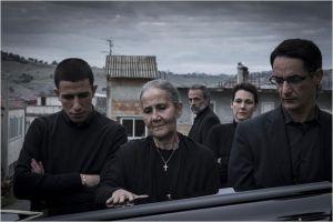 La mère  éplorée ( Aurora  Quatrocchi) , Giuseppe  FUno  et   Pepinno Mazzotta  (  le troiséme  frère  du clan )