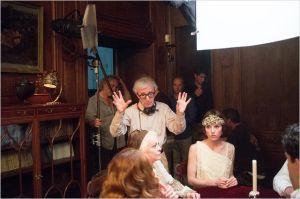 Woody  Allen sur  le plateau de tournage  avec ses  comédiens