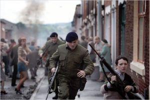 Gary (  Jack O' Connell )  en fuite