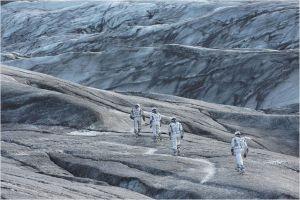 l'Espace  glacial  de l'autre  côté   d e l'espace