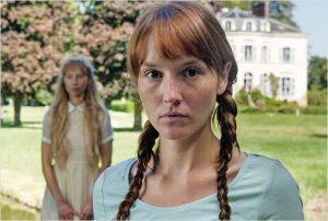 Claire (Anaïs  Demoustier ) hantée  par  le fantôme de  son amie d'enfance...