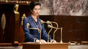 Le  Discours  à l'Assemblée (  Emmanuelle Devos)