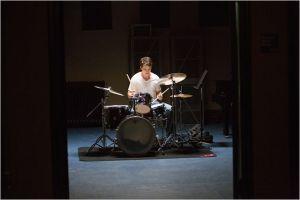 Andrew ( Milles Teller )  à la  batterie