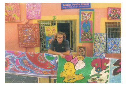 Nikolli devant son ancien atelier