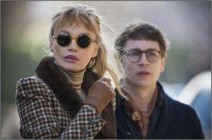 Valentin ( Vincent Rottiers ) et sa mère (Arielle Dombasle)