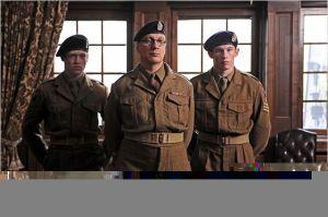 David  Tewlis ( au centre )   et  Calleb landry Jones  et  Callum   Turner
