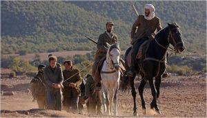 Daru  (  Viggo Mortensen )  et Mohammed  ( Reda  Kateb )  aux  lains des rebelles