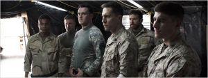 Kyle (Bradley Cooper  ) avec ses  camarades de  combat , Jake MacDorman, Owain  Yeoman