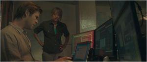 Hataway ( Chris  hemswort)  et  l'agent du FBI  , Carole Barret ( Viola  Davis