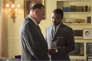 Rencotre entre  le président  Johnson ( Tom Wilkinson)  et  Martin Luther  King ( David  Oyelowo)