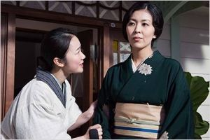 Taki  (  Haru Kuroki)  conseille sa maîtresse (  Hidetaka  Yoshioka )