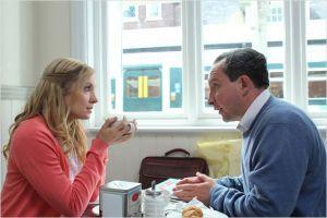 John( Eddie Marsan )  et  Kelly (  Joanne  Foggart)
