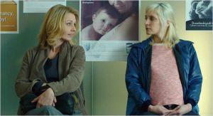 Mélody ( Lucie Debay)  et Emily ( Rachael  Blake )  à la Maternité.