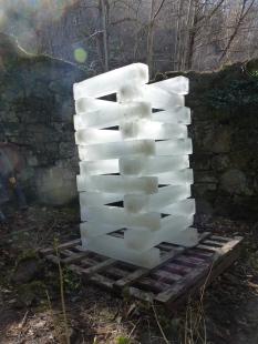 La Tour de glace de Denis Gibelin installée dans la galcière de la gabelle à Lucéram