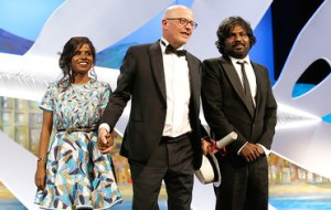 Cérémonie du Palmarès - Jacques  Audiard  et ses  interprètes    Palme d'or   2015 pour  Dheepan