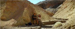 isabelle  et Gérard , à  un des rendez-vous de leur  fils  dans   La  vallée de la Mort