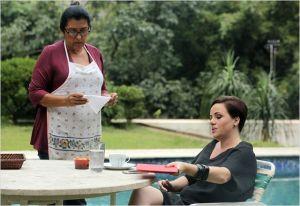 Val ( Régina Casè  )  et sa patronne  Barbara ( Karine Telles)