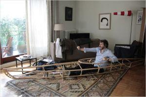 Michel ( Bruno PodalydesPrépare  son Kayak