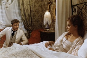 Une scène de  L' Innocent  de  Luchino Visconti