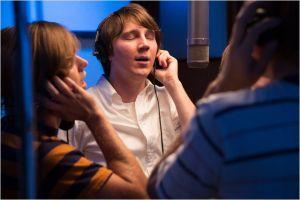 Paul Dano ( Brian Wilson ) en séance d'enregistrement