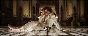 Une scène du  film , Eisenstein (  Elmer   Back)  dans l'hôtel de   Guanajuato